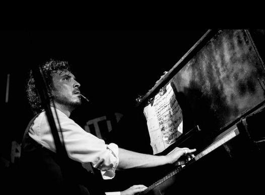 Giacomo Toni canta Paolo Conte Bevitori Longevi @ Bevitori Longevi